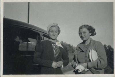 Bjørg og Amalie Tangen